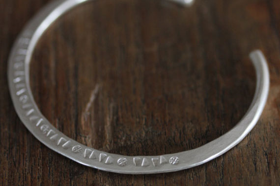 How Silver Bracelets Engraved?